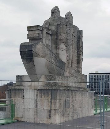 Viking sculpture on Pont Boieldieu