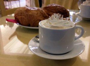 Cappuccino & pain au chocolat